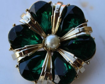 SALE Vintage Coro green rhinestone brooch with faux pearl 1960s excellent condition