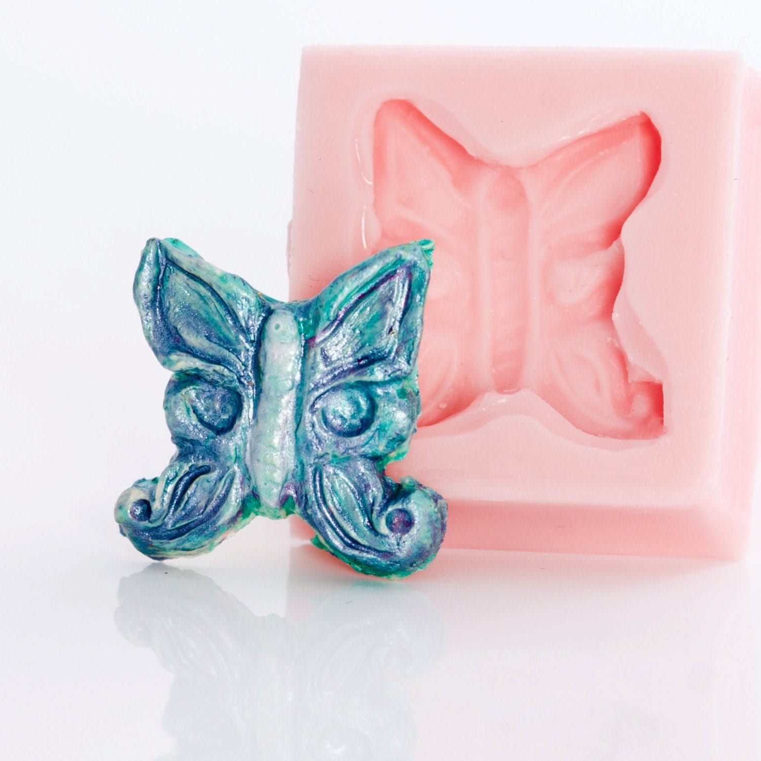how to use clay to colour soap