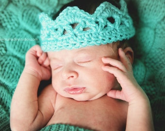 Crocheted crown - Newborn through toddler - Crochet photo prop