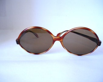 Wonderful Authentic Vintage 1960's Women's Sunglasses - See our huge collection of vintage eyewear