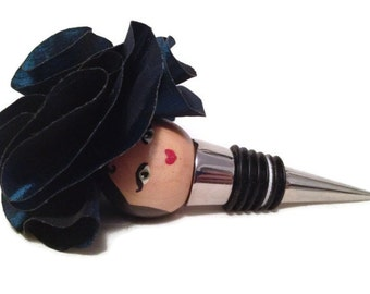 Wine stopper lady with a blue flower hat