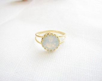 Gold opal ring - White opal ring - Gold ring with white crystal - Vintage opal ring - bridal jewelry - opal ring
