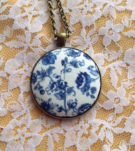 Antique Inspired White with Navy Flowers Necklace