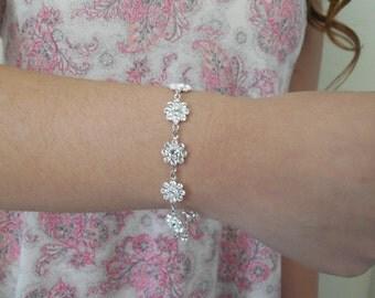 Swarovski Crystal Flowers Bracelet, Bridal bricelet, Bridesmaids bracelet, Vintage Style Bridal bricelet, Wedding Jewelry