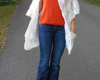 Beautiful Lacy Floral Pocket Shawl