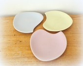 pastel set of dishes- serving snacks- mid century modern- interior decorating- light bright colors- palet form
