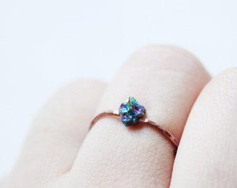 Raw gemstone ring,Raw crystal ring,raw stone ring,hammered copper ring,rainbow quartz ring,rock ring,minimalist ring,bohemian rings