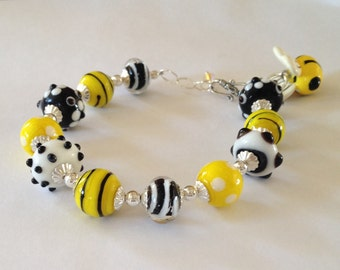 Bumble Bee . Handmade Bumble Bee Bracelet - Bumblebee Bracelet - Lampwork Bracelet