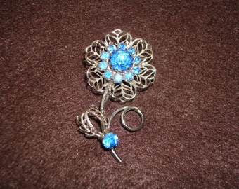 Sweet Vintage Filigree Blue Rhinestone Flower Brooch