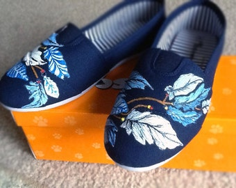 Custom Hand Painted Toms - Dreamcatcher with Feathers on Classic TOMS