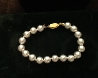 Vintage pearl bracelet in great condition