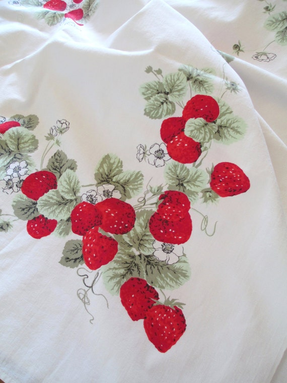 Strawberries Printed Cotton Tablecloth Vintage Red White