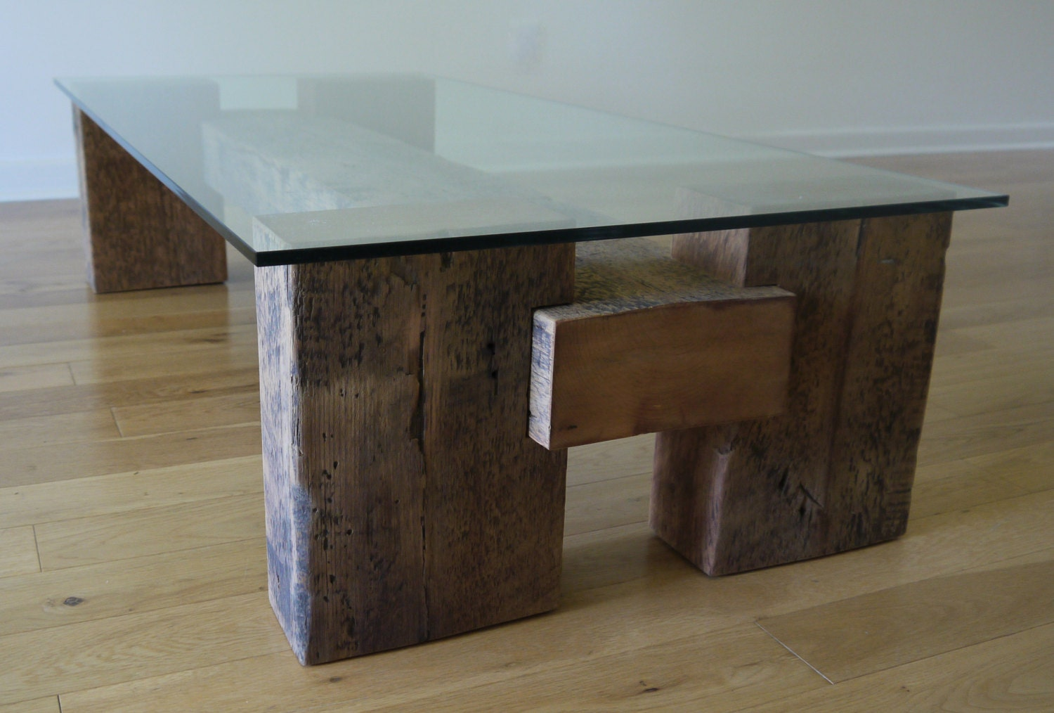 reclaimed wood and glass coffee table unique by ticinodesign. Black Bedroom Furniture Sets. Home Design Ideas
