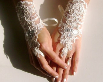 Free ship Ivory lace gloves, bridal wedding gloves, lace gloves, fingerless gloves, SS, bridal accessories, bridesmaid gift, anniversary