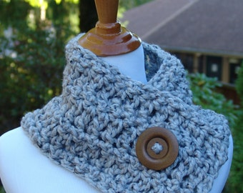 READY TO SHIP: Chunky Short Scarf with Big Wood Button - Wool Blend Crochet Short Scarf for Women, Scarf in Marble Gray