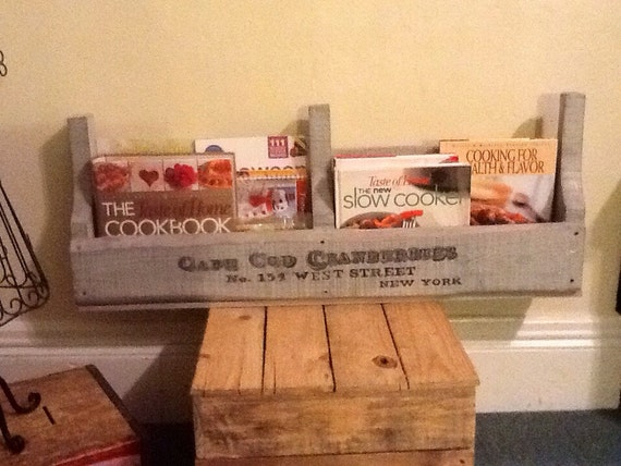 Shabby chic pallet wall shelf hand painted by sameasnever for Pallet shabby chic
