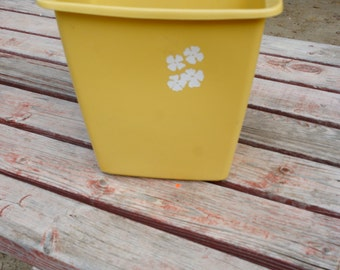 High Quality Vintage Rubbermaid Yellow Plastic Trash Can Rectangle Mid Century Atomic  Era Bathroom Bedroom Size Shabby Chic