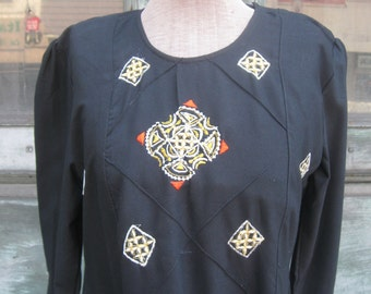 FREE SHIPPING on this Vintage 1970s Diamond Embroidered Long Sleeve Cotton Dress (Large)