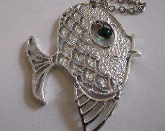 Vintage 1960s 1970s Necklace Fish Articulated Green Eye Silver Color