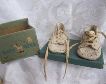 TRIM FOOT BABY creeper shoes with box