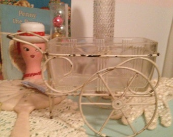 Serving dish in metal carriage holder