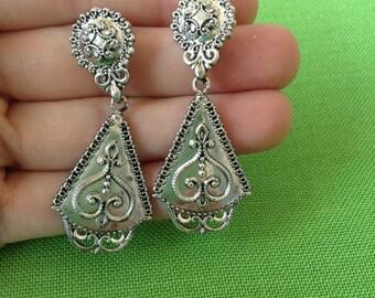 Vintage N.R. Silver-tone Earrings (Item 419M)