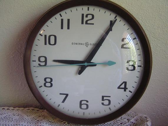 Vintage General Electric Model 2012 Wall Clock Large 14 School