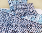 """Quilted reversible bedset, tie dye print, 100% cotton, indigo shibori, quilted bedspread reverisble 90""""X102"""", 2 pillows reversible 18""""X27"""""""