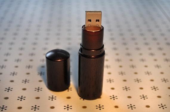 Rimmel Lipstick Flash Drive / 16 GB USB Memory Stick / Dark Purple / Shimmer