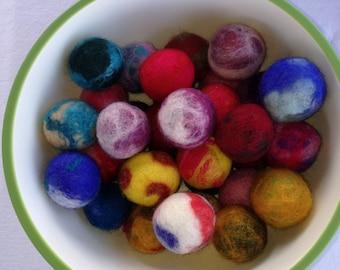 Felted cat balls (3)