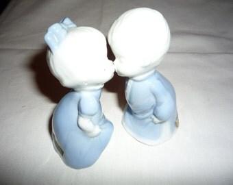 Beautiful Kissing Figurines