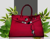 The sustainable 'Birkin' style Ginny bag shows sophistication and a 'green' commitment.