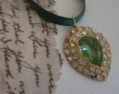 Riibbon necklace.Green.Goldtone