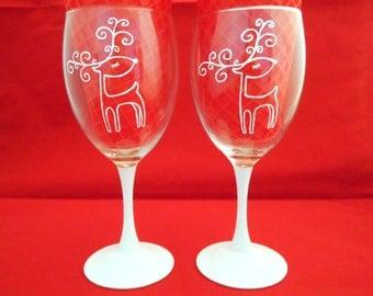 Elegant Reindeer Wine Glasses (Set of 2)