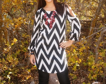 Cold Shoulder Black and White Chevron Print Tunic