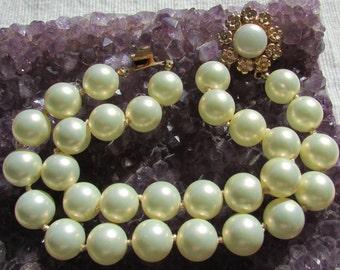 Beautiful Marvella  vintage pearl bracelet early 60's