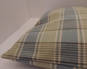 "1Plaid print pet bed cover Dog Duvet fits 1 standard sz pillow (19x25"") Green Blue  white"