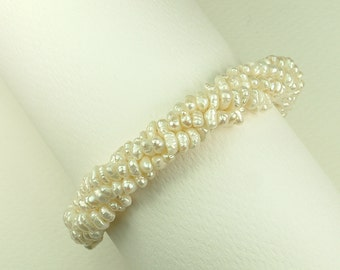 White Pearl Twisted Bracelet (Στριφτό Βραχιόλι με Λευκά Μαργαριτάρια)