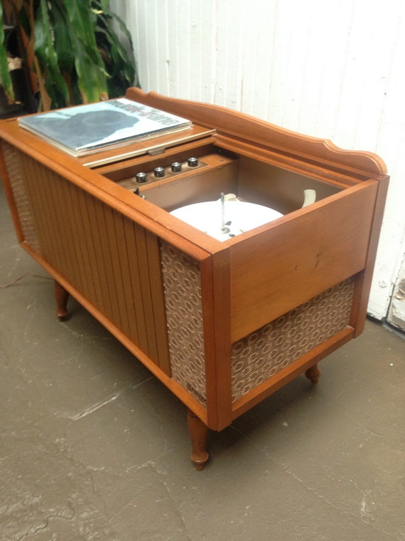 Vintage Record Player Console 95