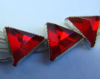 Vintage large ruby red sew-on triangle rose montee rhinestone crystals  - 5 pieces (020)