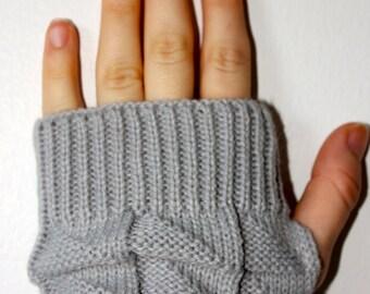 Fingerless Gray Knit Gloves