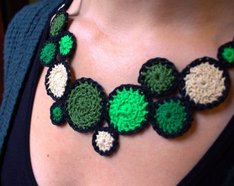 Green crochet necklace: handmade crochet necklace, very light, cotton.