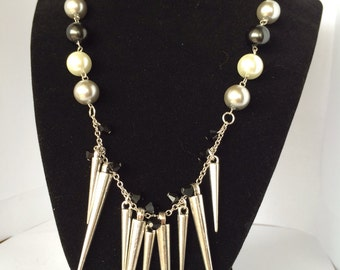 Multi colored pearl beaded spiked necklace