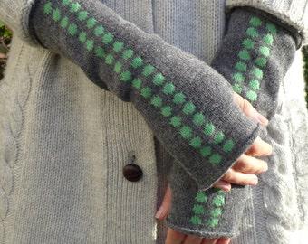 Didot knitted fingerless mittens