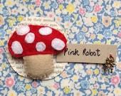 Toadstool felt brooch by Pink Robot