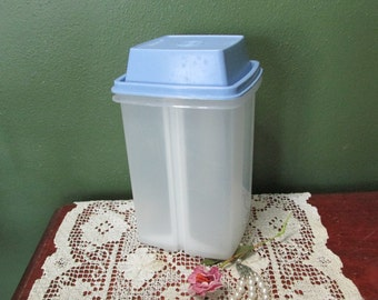 Tupperware Pickle Keeper Pick-A-Deli Blue Lid Large size