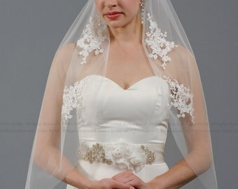 Ivory wedding veil with venice lace applique - elbow length