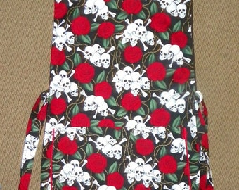 Kitchen Cobbler Lined Apron Smock Skulls and Roses