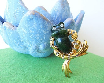 FRoG PRiNCE Vtg Novelty Frog Brooch In Green Jade and Gold with White Rhinestones for a true Princesses