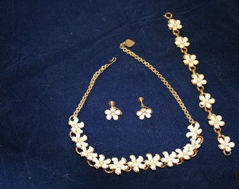 Necklace, Bracelet, Earrings White and Gold Tone Blossoms with Rhinestone Centers Parure